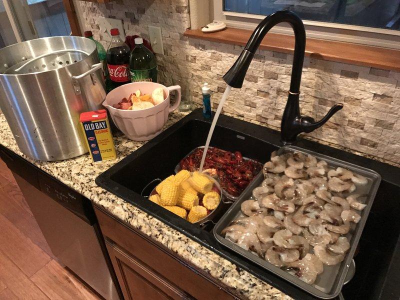 Crab boil prep